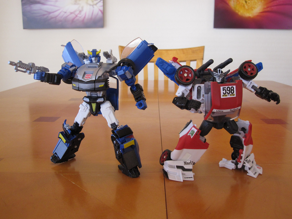 Blue Bluestreak and Marlboor - Robot modes