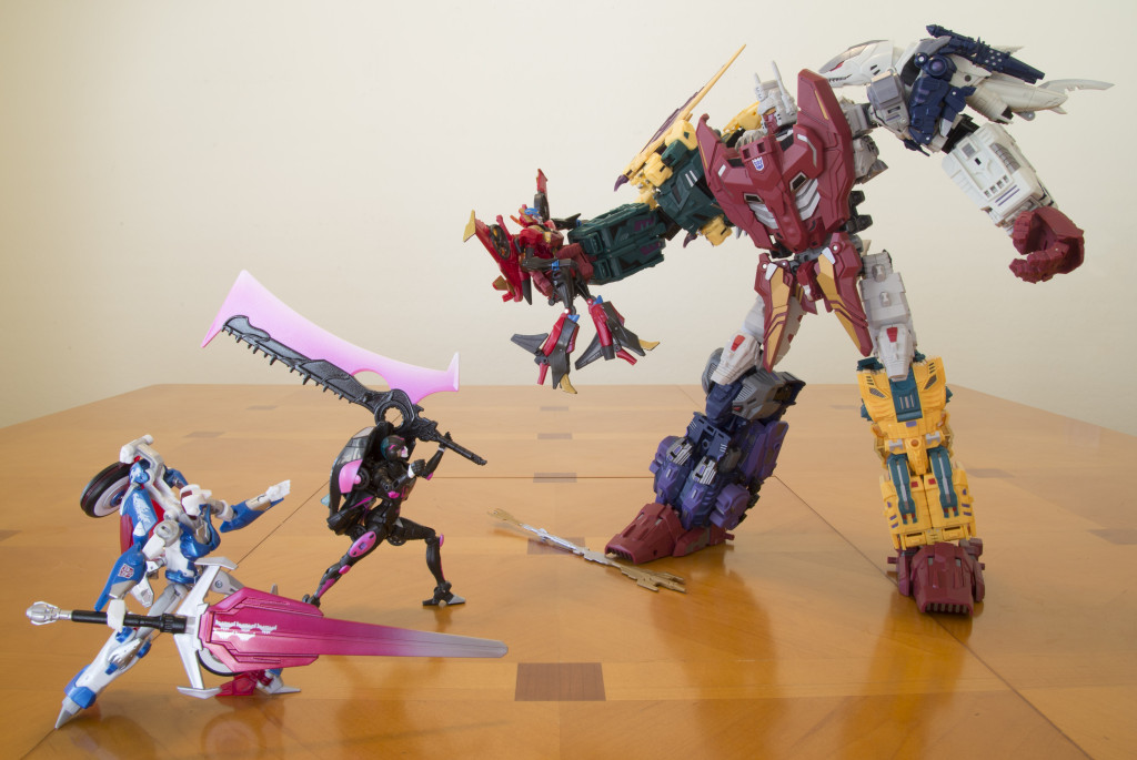The Combiner Hunters Chromia and Arcee engage Ordin in an attempt to rescue Windblade.